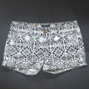 A&E Outfitters   Midi shorts size 00